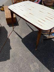 Tisch ausziehbar und in der