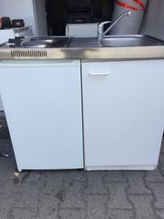 Singleküche Pantryküche mit Kühlschrank