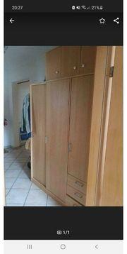 Kleiderschrank mit Aufbau