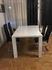 Moderner weißer Hochglanz Tisch mit