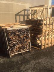 Brennholz aus unbehandelten Paletten zum