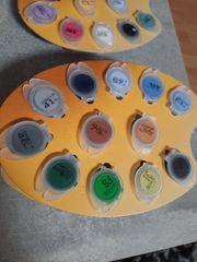 Farbtöpfchen von Malen nach Zahlen