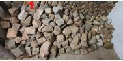 diverse Steine zu verkaufen Pflaster