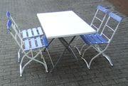 1 Tisch mit 4 Stühlen