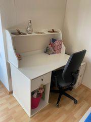 Weißer Schreibtisch inklusive Bürostuhl