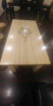 Tisch aus Massivholz - Neu