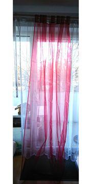 Vorhänge aus rotem Organza