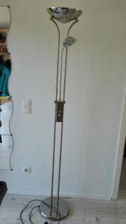 Stehlampe mit Deckenfluter