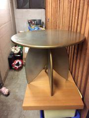 Kleines rundes Tischlein