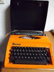 alte Schreibmaschine von Contessa
