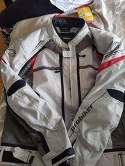 Nagelneue motorradbekleidung