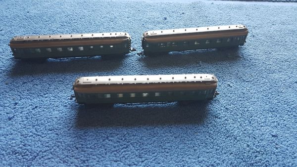 Arnold Personenwagen grün 1 2
