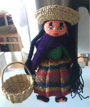 Peruanische Puppe mit Korb Handarbeit