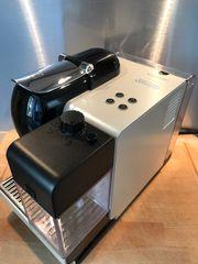 Nespresso Maschine DeLonghi mit Milchschaumsystem
