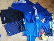 Sportbekleidung - Shirts Shorts