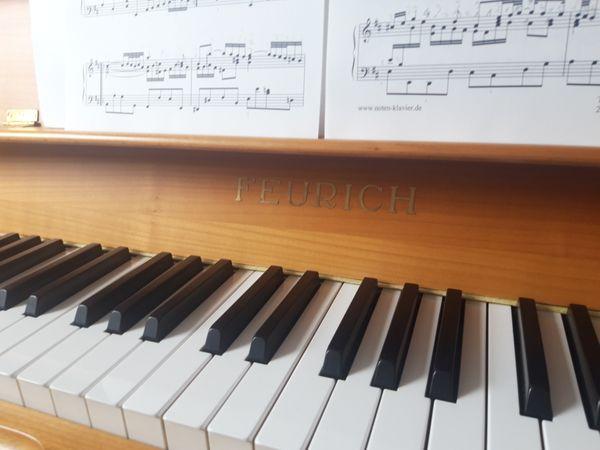 Klavier mit Lautstärkeregeler