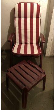 2 Gartenstühle mit Hocker und