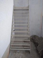 Treppe Metalltreppe Wangentreppe Metallgestell