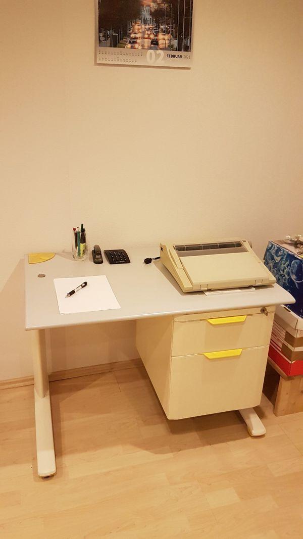hochwertiger und stabiler Schreibtisch 1