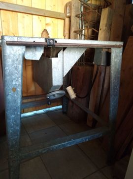 Ältere Tisch-Kreissäge mit Sägeblatt Gestell: Kleinanzeigen aus Hirschaid - Rubrik Geräte, Maschinen