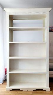 Hingucker - massives Bücherregal aus Holz
