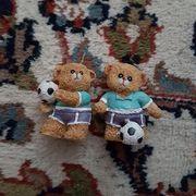Fußballspielende Bären Figuren für insgesamt