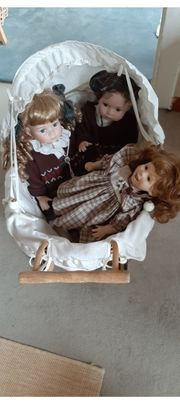 3 wunderschöne Porzellanpuppen mit Puppenwagen