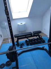 Powerrack Langhantel Kurzhanteln Gewichte Fitnessstudio