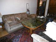 Couch und Marmortisch