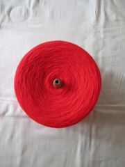 rote Wolle auf Kone Cone