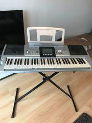 Keyboard incl Standabeine