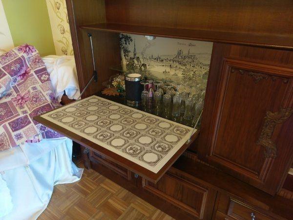 Wohnzimmerschrank mit versteckter Bar