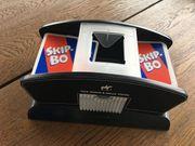 Kartenmischmaschine mit Skip-Bo