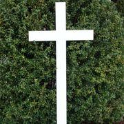 Urnengrab Kreuz Holzkreuz in weiß