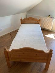 Bett massiv neuwertig 90x 200