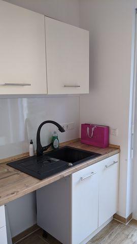 Zwei moderne Küchenzeilen mit Dunstabzugshaube: Kleinanzeigen aus Unterschleißheim - Rubrik Küchenzeilen, Anbauküchen