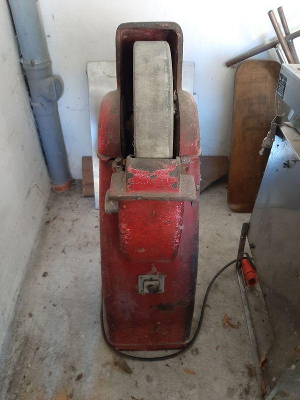 Schleifmaschine mit Schleifstein