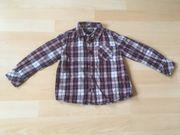Jeans und Hemd für Jungen