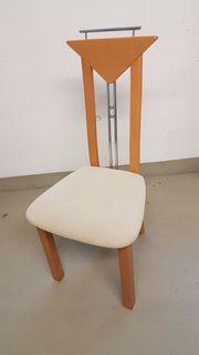 Esstisch und Stühle aus Massivholz