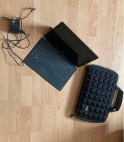 Laptop mit abnehmbarer Tastatur zu