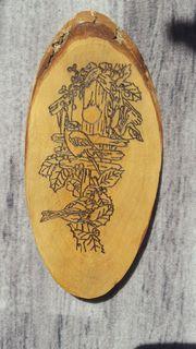 Holzrinden Schild mit Vogelhaus