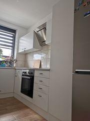 Küche mit E-Herd Spülmaschine