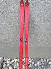 Alte Ski zur Dekoration