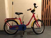 Rotes Mini Pucky Fahrrad