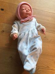 Baby-Puppe - wie ein echter Säugling