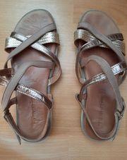Schöne Damen Sandale aus Leder