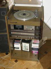 KULT-MUSIKANLAGE ROSITA mit Plattenspieler - Tape-Deck