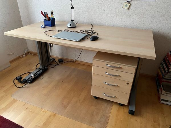 Neuwertiger Schreibtisch und Rollcontainer in