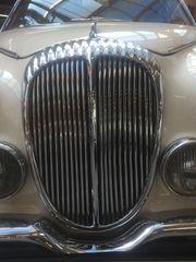 Jaguar V8-250 Daimler Jaguar Saloon