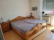 Bett Kiefer mit Nachttischen